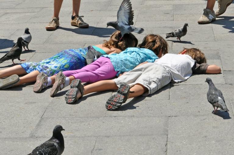 Venice-Italy-children-pidgeons.jpg